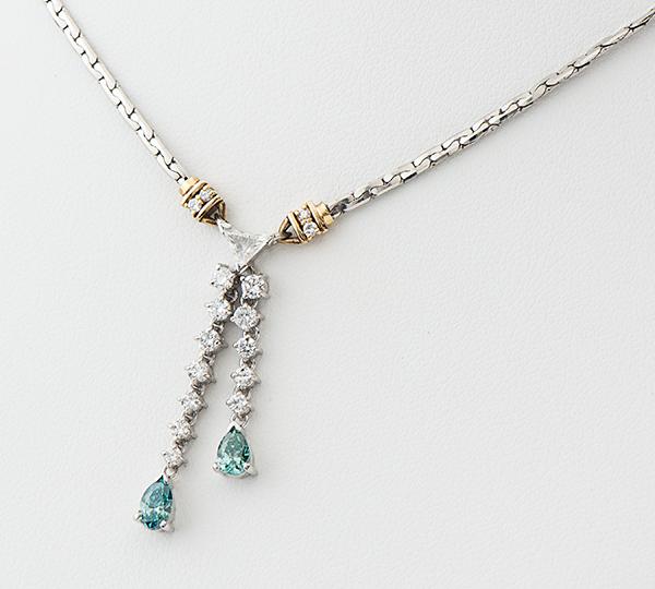 [写真]照射ブルーダイヤモンド計0.50ct ダイヤモンド計0.61ct プラチナ/K18 ネックレス【買取相場】