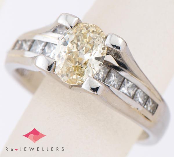 [写真]オーバル ダイヤモンド1.02ct ダイヤモンド計0.55ct プラチナ900 リング・指輪【買取相場】
