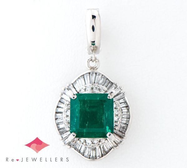 [写真]エメラルド4.08ct ダイヤモンド計1.15ct プラチナ900 ペンダントトップ【買取相場】